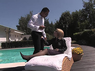 Hawt Sex By The Pool Leaves Bridget Jolie With A Mouthful Of Jizz