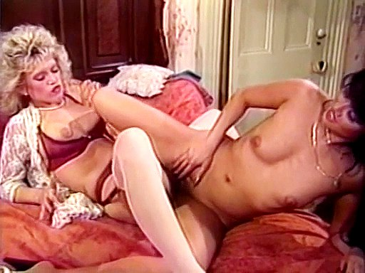 Retro lesbians make each other cum